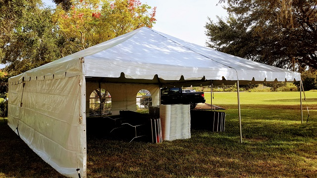 30X30 CALIFORNIA FRAME TENT WITH SOLID WALL AND WINDOW WALL