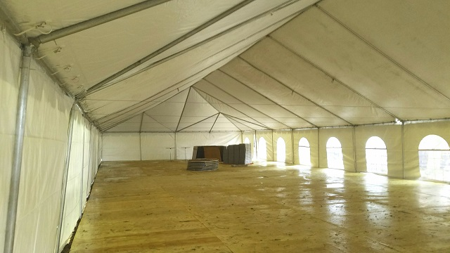 40 WIDE CALIFORNIA FRAME TENT WITH FLOORING AND AC
